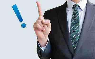代理店営業をしているビジネスマンが人差し指を立てる