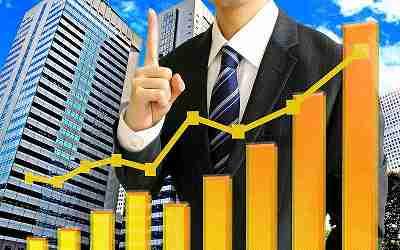 ビジネスマンとグラフ、成功